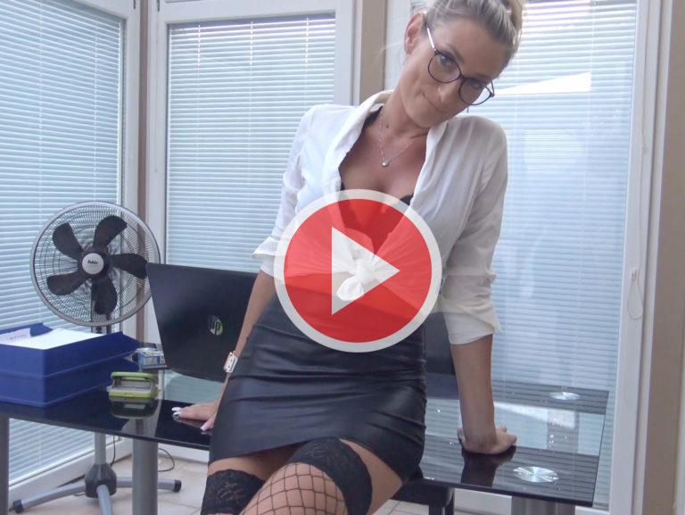 Sexy Belohnung für den Azubi * Vika Viktoria Porno Video mit Preview! *